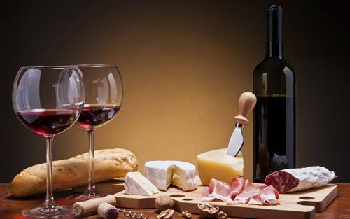 """红酒文化 红酒知识 > 干红葡萄酒的饮用方法    品尝干红葡萄酒讲究"""""""