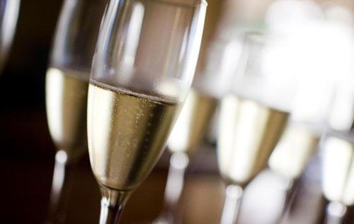 2019年香槟全球出货量预计下降1.5%2019年香槟全球出货量预计同比下降1.5%